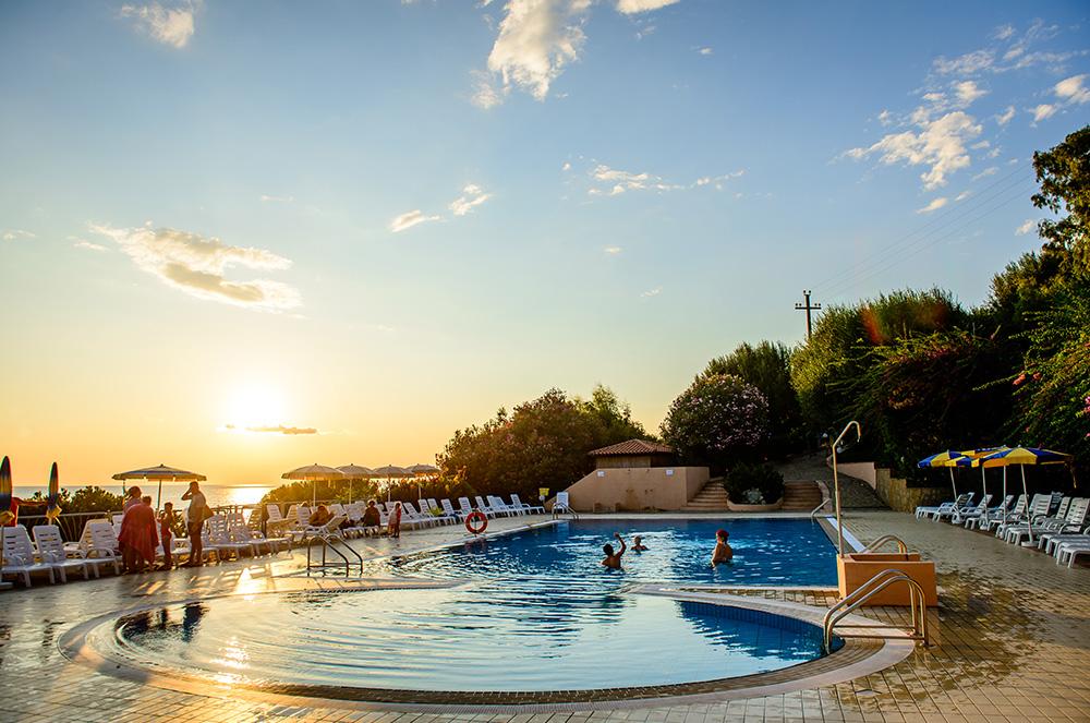 lido-paradiso-la-piscina-nella-pineta-del-cilento