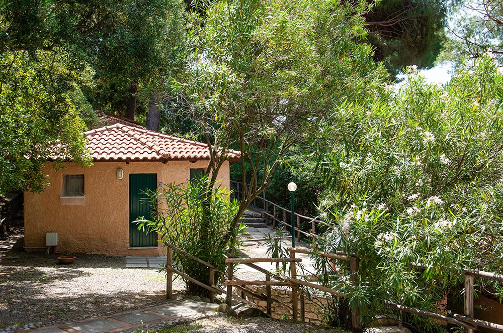 bungalow-economy-vicino-al-mare-immersi-nella-natura